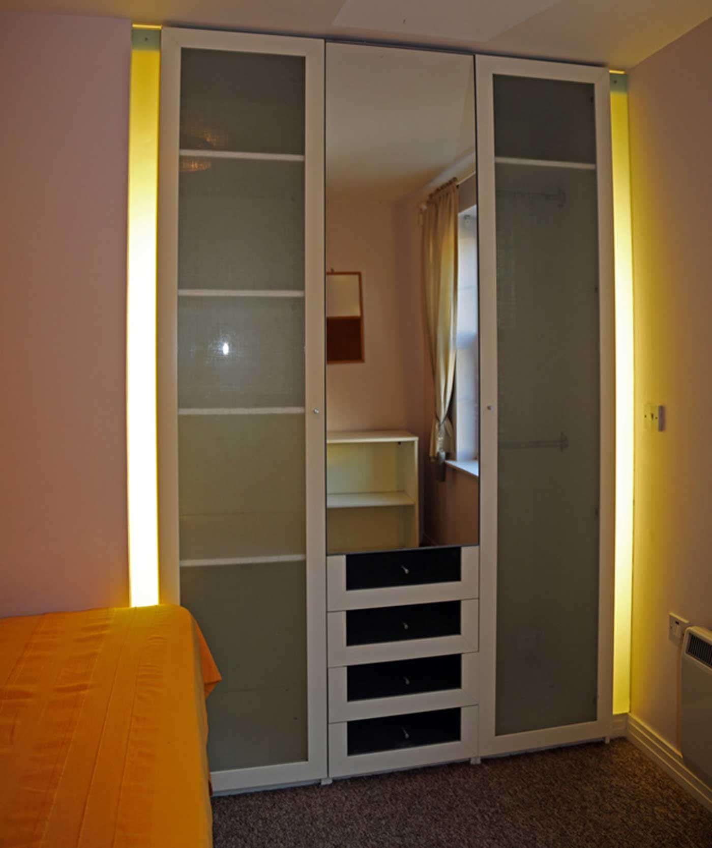 Flat to rent in London SE1 - Bedroom 2 Wardrobe
